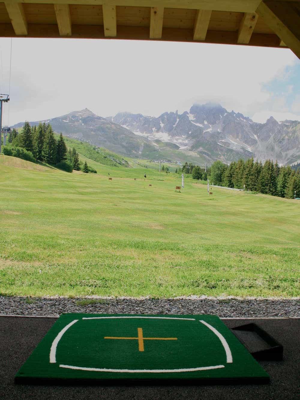 Golf Club de Courchevel | Les tapis d'entrainement avec marquage pour le bon alignement